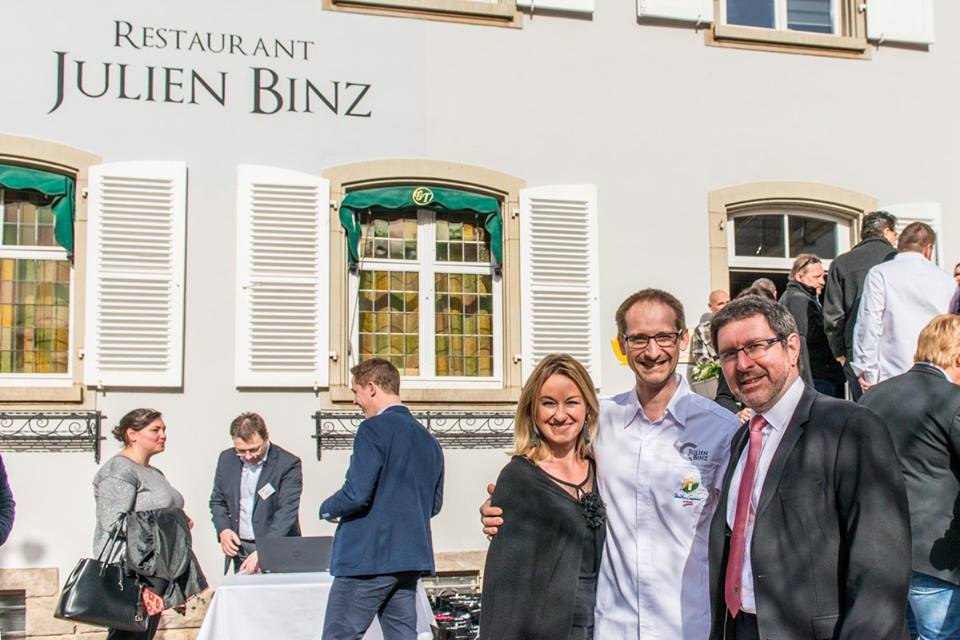 Sandrine Kauffer, Julien Binz et Monsieur le Maire Patrick Reinstetter