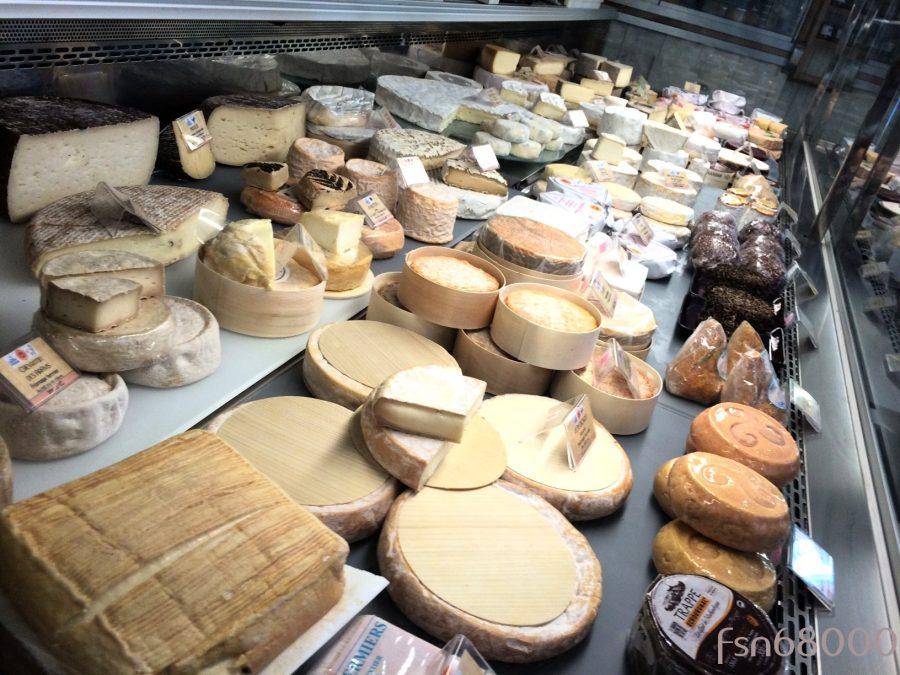 OFFERT : L'assiette de fromages offerte dans le menu GOURMET
