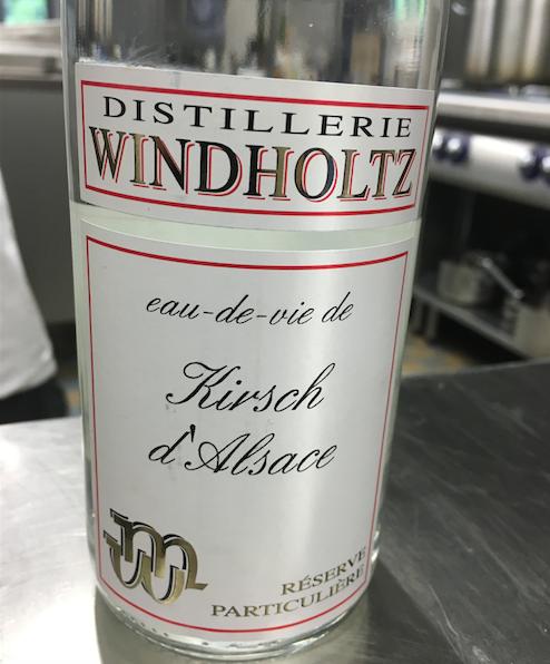 """Alsace In Spirit: VACHERIN """"MINUTE""""  Glace cannelle au Kirsch d'Alsace de chez Windholtz"""