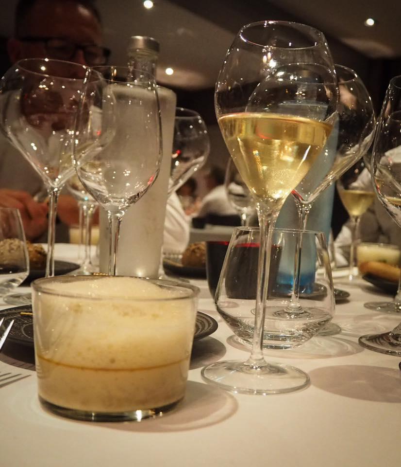 au premier plan la Royale crustacés/émulsion foie gras