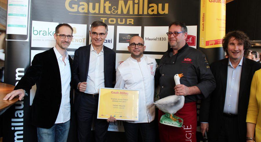 Julien Binz remet deux trophées lors du Gault Millau tour Grand EST 2017