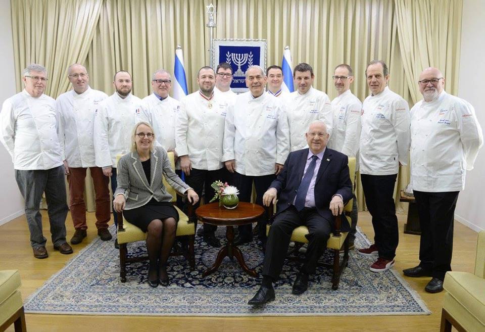 les chefs d'Alsace avec le président d'Israel et l'Ambassaderu de France en Israel, assis au premier rang