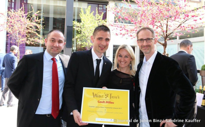 François Lhermitte reçoit le prix du jeune talent sommelier du Gault Millau