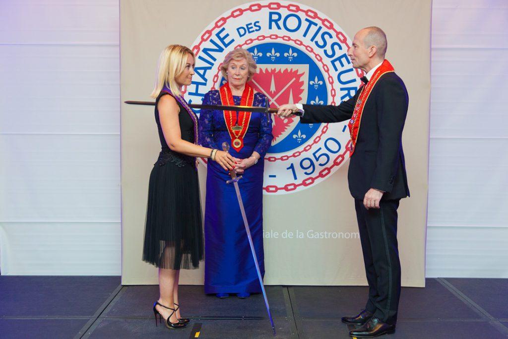 Sandrine Kauffer est intronisée dans la Chaine des rôtisseurs Crédit photos Christophe Jehl