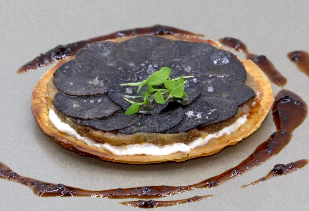Comme une tarte flambée,Rosace de truffes noires à la fleur de sel ©SandrineKauffer