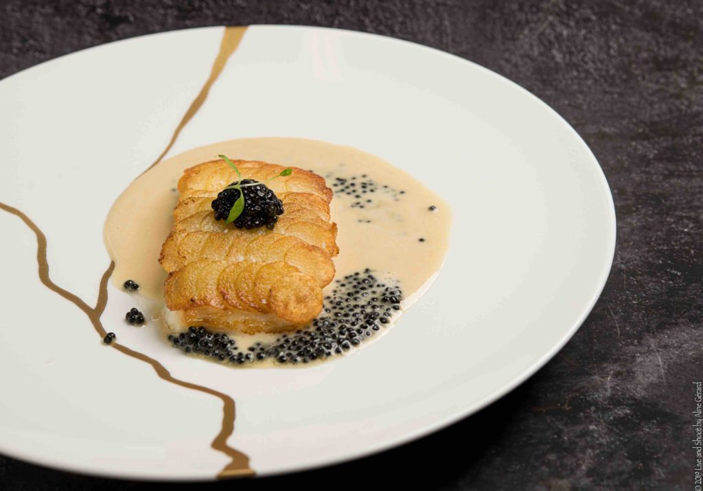 Filet de bar en écailles, sauce crème au caviar Transmontanus