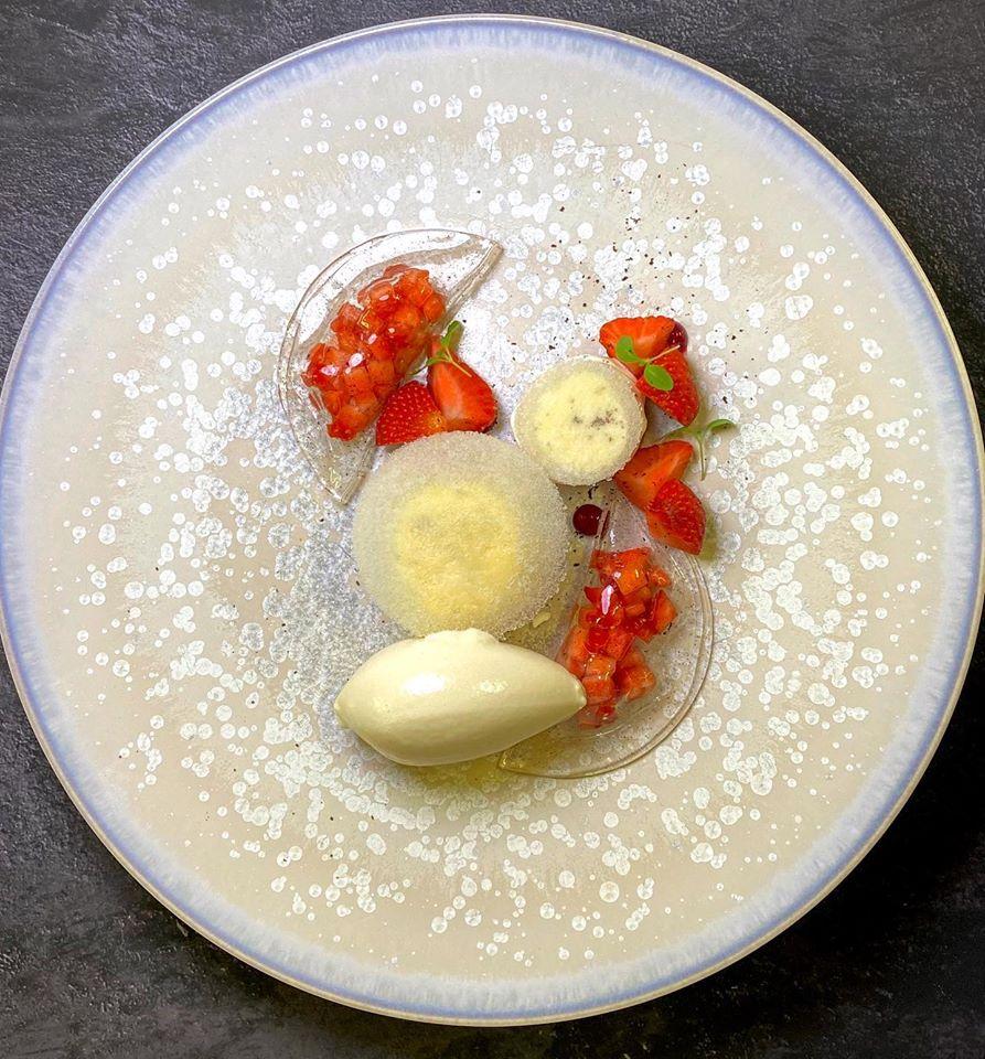 Fraises en ravioles vanillée, Mousse mascarpone, glace verveine