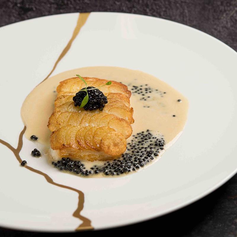 Filet de bar en écailles, tagliatelles au beurre, sauce crème au caviar Transmontanus