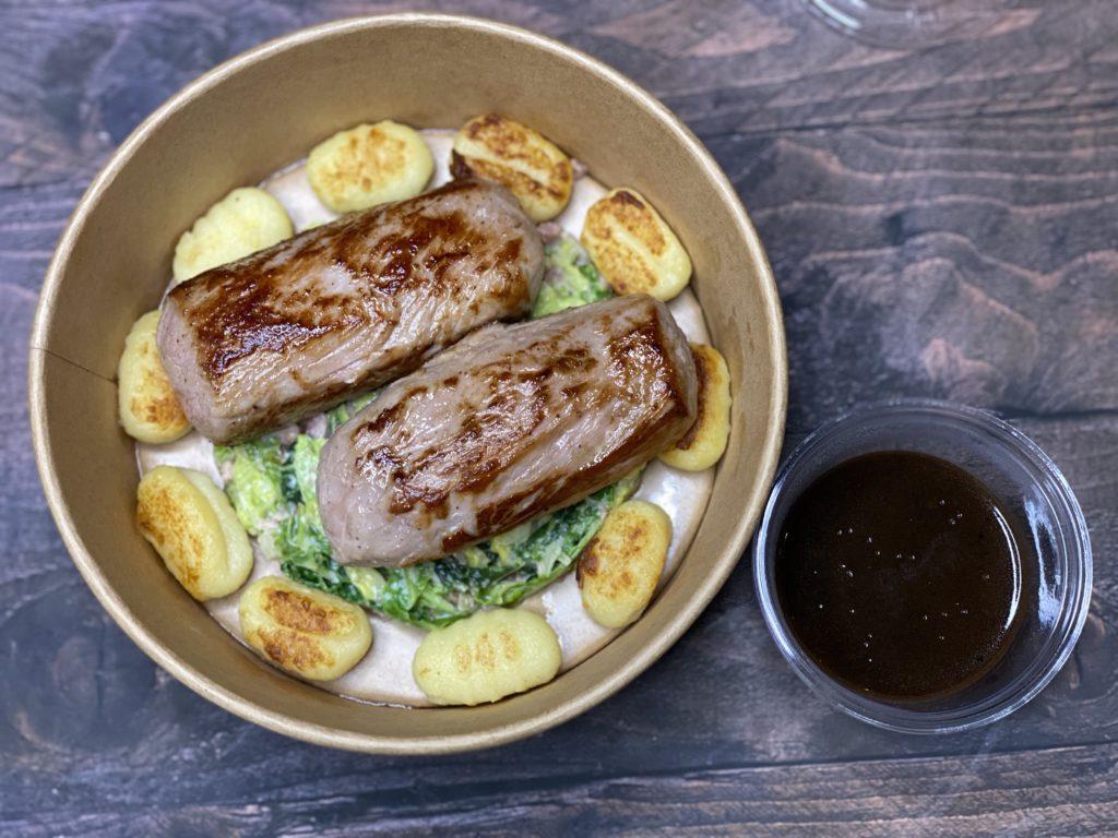 Quasi de veau rôti, choux vert aux lardons, gnocchi maison, sauce Périgueux
